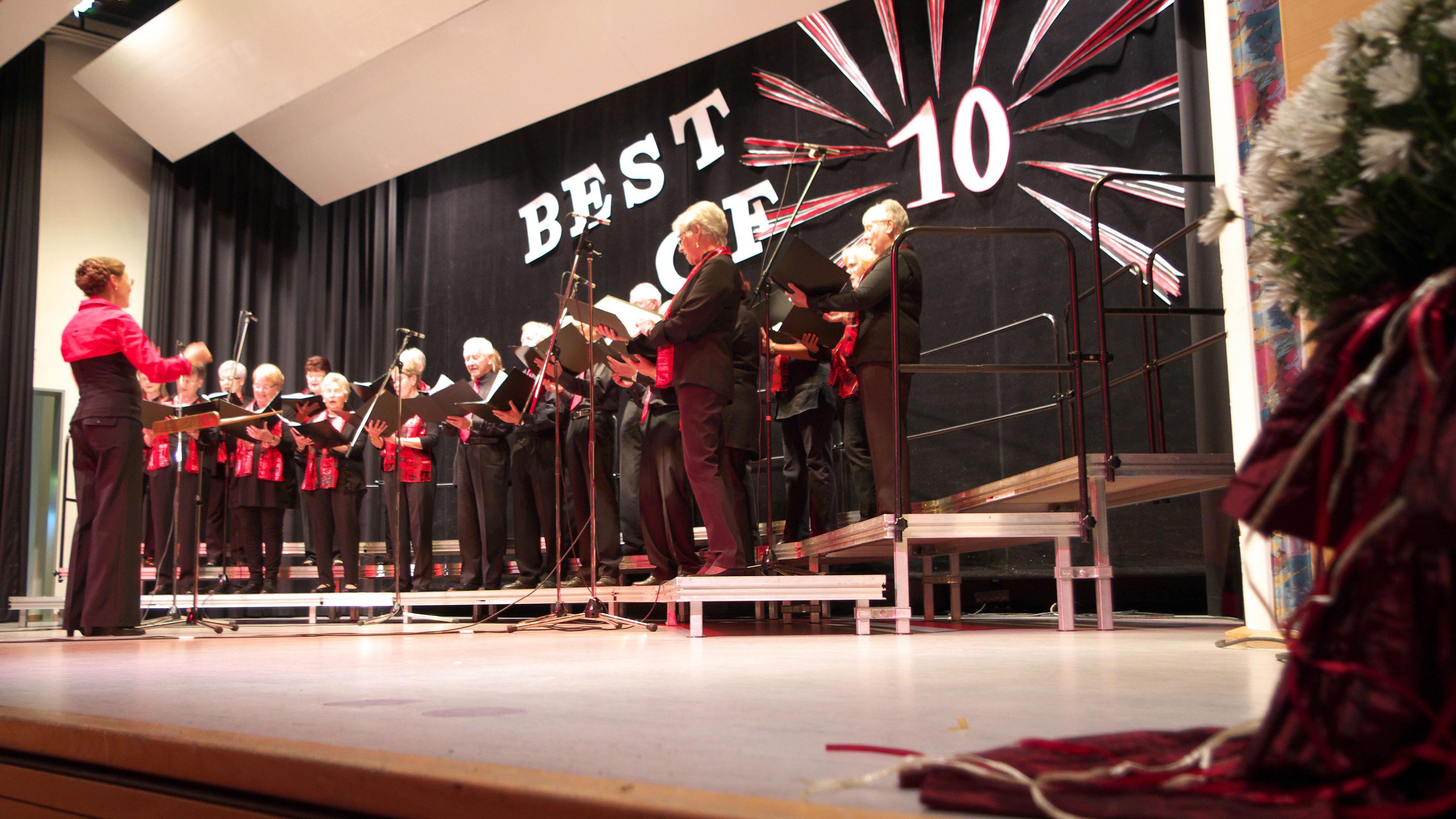 Stammchor Magstadt gratuliert dem Chor inTakt mit einem Ständchen